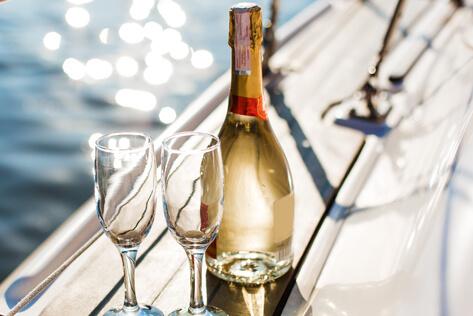 https://rhodeislandbaskets.com/media/holidays/Passover/IMG_Champagne.jpg